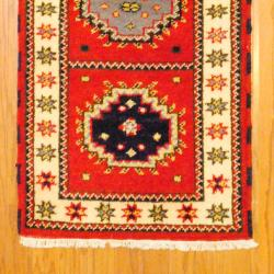 Indo Hand-knotted Kazak Red/ Navy Wool Rug (2'1 x 6'5) - Thumbnail 2