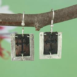 Handcrafted Silver Tone Pewter 'CutOut Cross' Dogtag Necklace & Earrings Set (India)