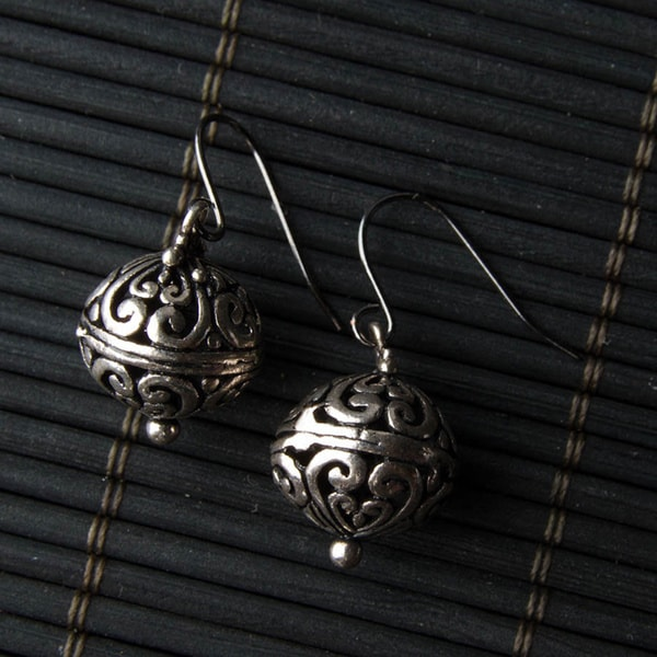 Handmade Silver-tone Bali Ball Metal Earrings (China)
