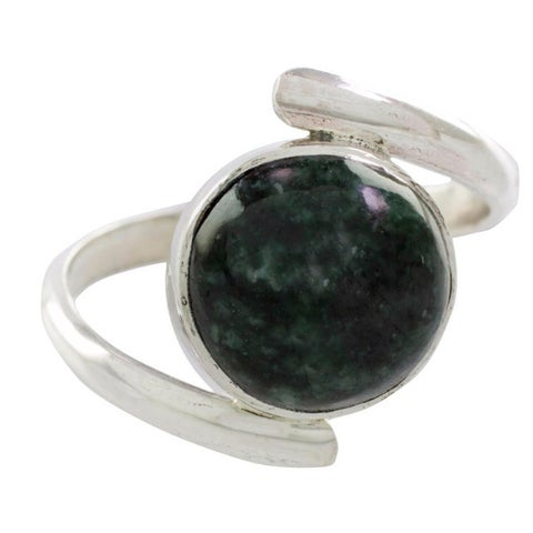 Handmade Sterling Silver 'Verdant Embrace' Jade Ring (Guatemala) - Green