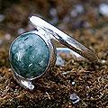Handmade Sterling Silver 'Verdant Embrace' Jade Ring (Guatemala)