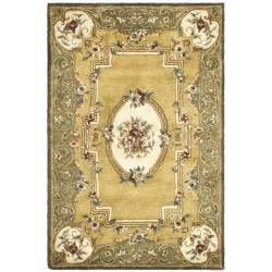 Safavieh Handmade Classic Saveh Light Gold/ Green Wool Rug (6' x 9')