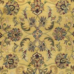 Safavieh Handmade Amol Gold/ Red Wool Rug (7'6 x 9'6 Oval)