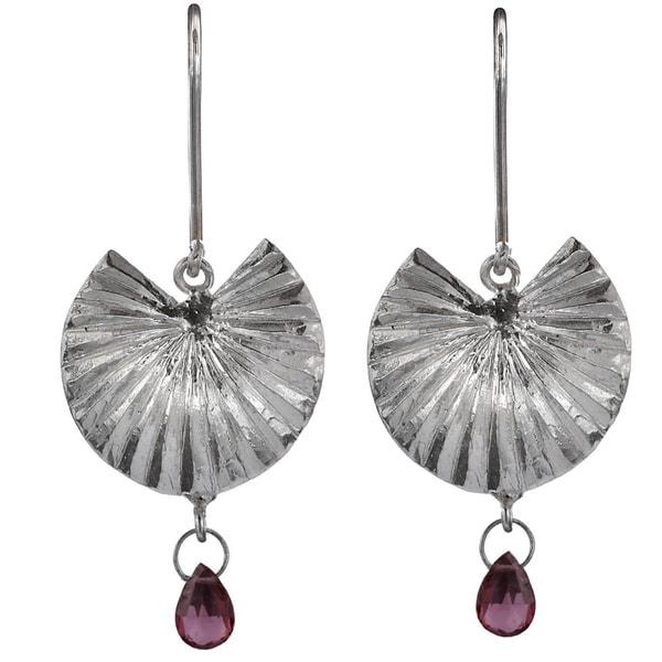 'Thal Kola' Sterling Silver and Rhodolite Garnet Briolette Dangle Earrings (Sri Lanka)