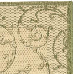 Safavieh Oasis Scrollwork Natural/ Olive Green Indoor/ Outdoor Rug (2' x 3'7) - Thumbnail 1