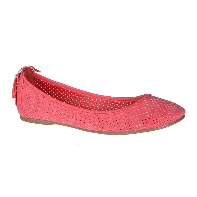 Refresh by Beston Women's 'Lauren-02' Coral Perforated Flats