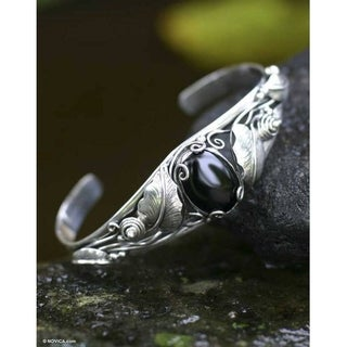 Nest of Lilies Black Oval Cabochon Onyx Set in Leaves 925 Sterling Silver Bezel Womens Cuff Bracelet (Indonesia)