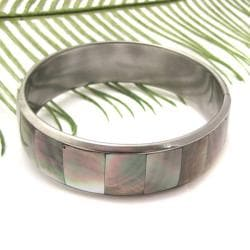 Handmade Grey Square Link Fashion Natural Lip Shell Bracelet (Philippines)