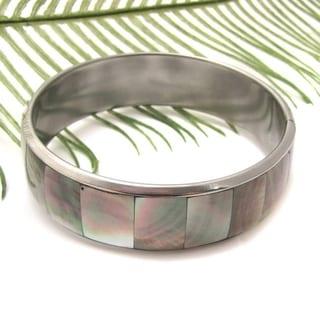 Handmade Grey Square Link Fashion Natural Lip Shell Bracelet (Philippines)