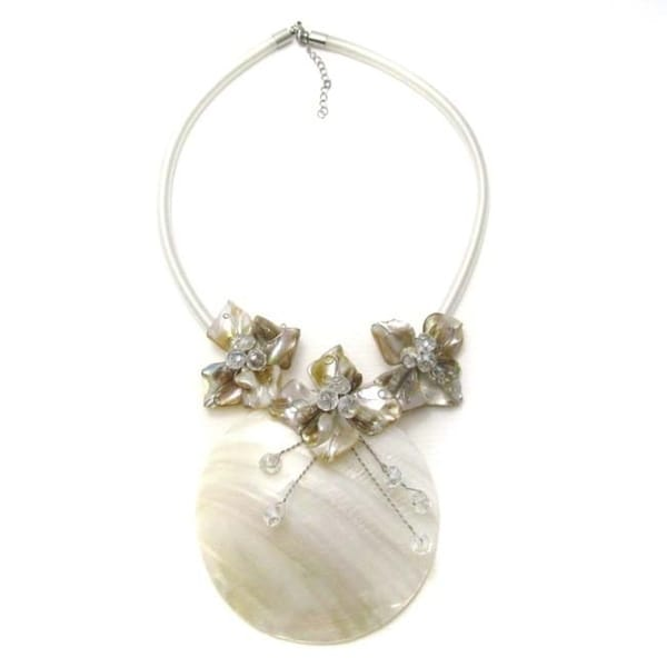 Handmade Shell with White Flowe Statement Necklace (Thailand)