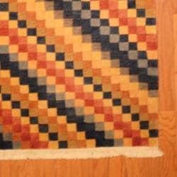 Herat Oriental Indo Hand-knotted Tibetan Wool Rug (4' x 6'1) - Thumbnail 2