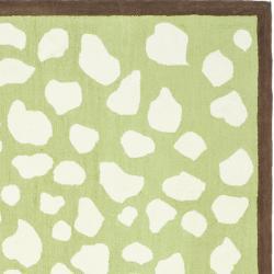 Safavieh Handmade Children's Safari Green/ Ivory Wool Rug (8' x 10')
