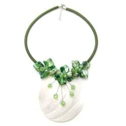 Handmade Green Elite Natural Shell Medallion Floral Necklace (Philippines)