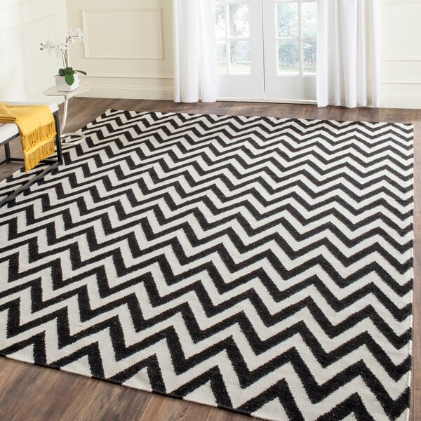 Safavieh Hand-woven Moroccan Reversible Dhurrie Chevron Black/ Ivory Wool Rug - 8' x 10'