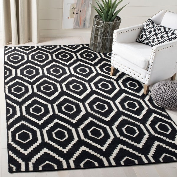 Safavieh Moroccan Reversible Dhurrie Black/Ivory Geometric Pattern Wool Rug - 8' x 10'