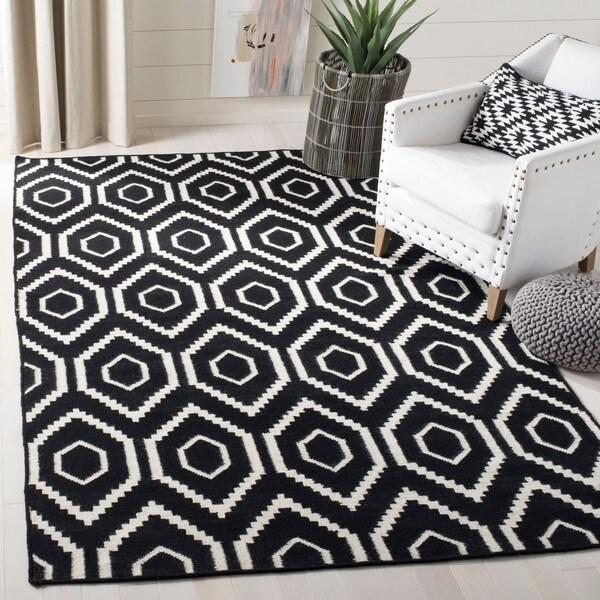Safavieh Moroccan Reversible Dhurrie Black/Ivory Wool Area Rug - 4' x 6'