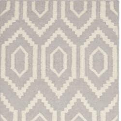 Safavieh Hand-woven Moroccan Reversible Dhurrie Grey/ Ivory Wool Rug (2'6 x 12') - Thumbnail 1