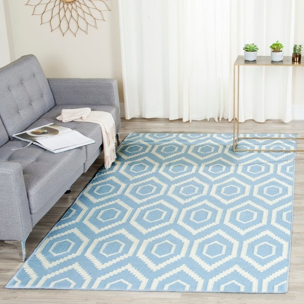 Safavieh Hand-woven Moroccan Reversible Dhurrie Blue/ Ivory Wool Rug - 8' x 10'