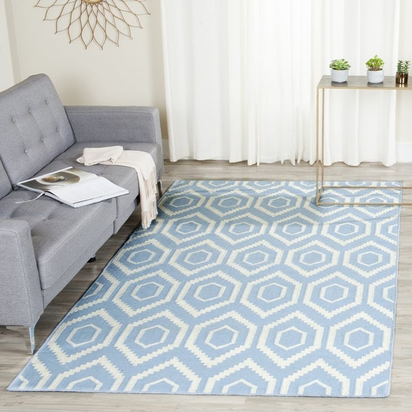 Safavieh Hand-woven Moroccan Reversible Dhurrie Blue/ Ivory Wool Rug (6' x 9')