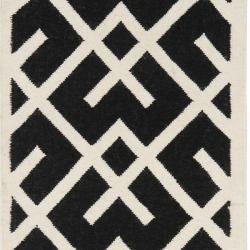 Safavieh Handwoven Moroccan Reversible Dhurrie Black/ Ivory Wool Runner Rug (2'6 x 12')