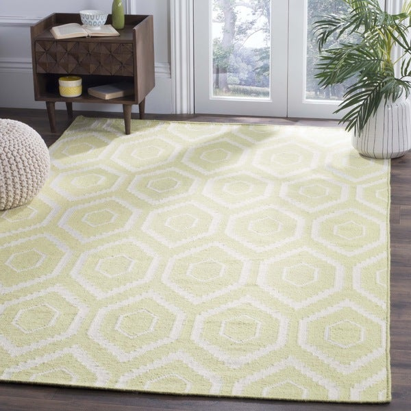 Safavieh Hand-woven Geometric Moroccan Reversible Dhurrie Green/ Ivory Wool Rug (3' x 5')