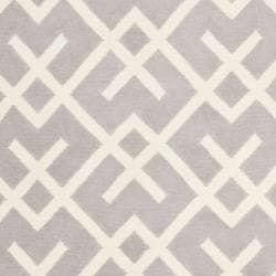 Safavieh Hand-woven Moroccan Reversible Dhurrie Grey/ Ivory Wool Rug (6' x 9') - Thumbnail 2