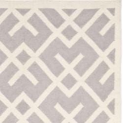 Safavieh Hand-woven Moroccan Reversible Dhurrie Grey/ Ivory Wool Rug (5' x 8') - Thumbnail 1