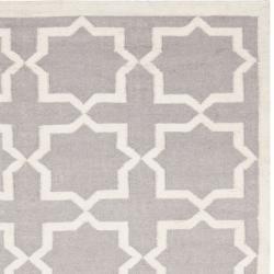 Safavieh Hand-woven Moroccan Reversible Dhurrie Grey/ Ivory Wool Rug (4' x 6') - Thumbnail 1
