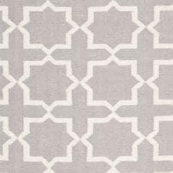 Safavieh Hand-woven Moroccan Reversible Dhurrie Grey/ Ivory Wool Rug (4' x 6') - Thumbnail 2
