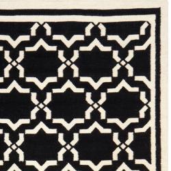 Safavieh Handwoven Moroccan Reversible Dhurrie Black/Ivory Wool Rug (9' x 12') - Thumbnail 1