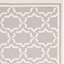Safavieh Moroccan Reversible Dhurrie Geometric Grey/Ivory Wool Rug (6' x 9') - Thumbnail 1