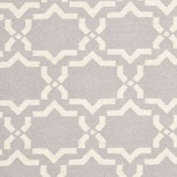 Safavieh Moroccan Reversible Dhurrie Geometric Grey/Ivory Wool Rug (6' x 9') - Thumbnail 2