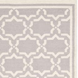 Safavieh Handwoven Moroccan Reversible Dhurrie Grey/ Ivory Wool Area Rug (10' x 14') - Thumbnail 1