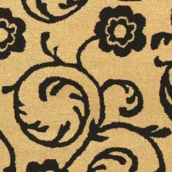 Safavieh Handmade Rose Scrolls Beige New Zealand Wool Rug (7'6 x 9'6)
