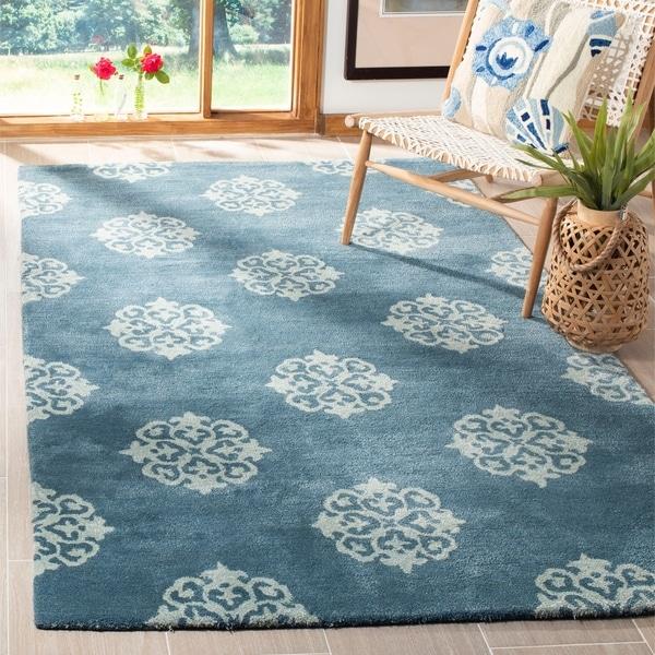 Safavieh Handmade Medallion Blue New Zealand Wool Rug - 7'6 x 9'6