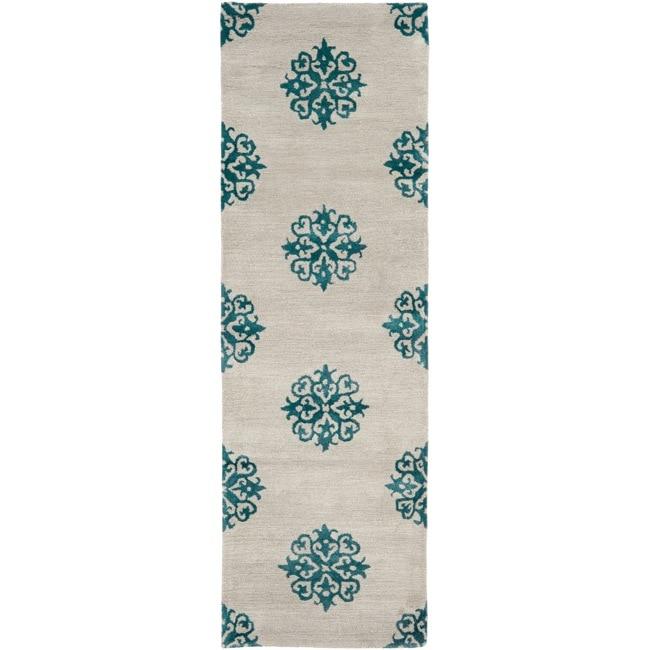Safavieh Handmade Medallion Silver New Zealand Wool Rug (2'6 x 10')