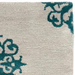 Safavieh Handmade Medallion Silver New Zealand Wool Rug (2'6 x 10') - Thumbnail 1