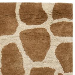 Safavieh Handmade Giraffe Beige New Zealand Wool Rug (2'6 x 10') - Thumbnail 1