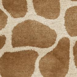Safavieh Handmade Giraffe Beige New Zealand Wool Rug (2'6 x 10') - Thumbnail 2