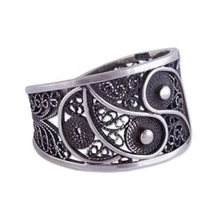 Handmade Sterling Silver 'Dark Andean Paisley' Filigree Ring (Peru)