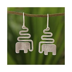 Handmade Sterling Silver 'Trumpeting Elephant' Dangle Earrings (Thailand)