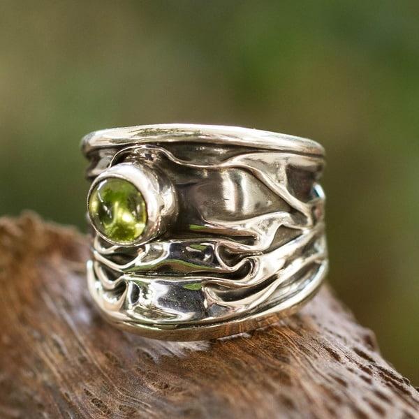 Handmade Silver 'Taxco Dawn' Peridot Ring (Mexico)