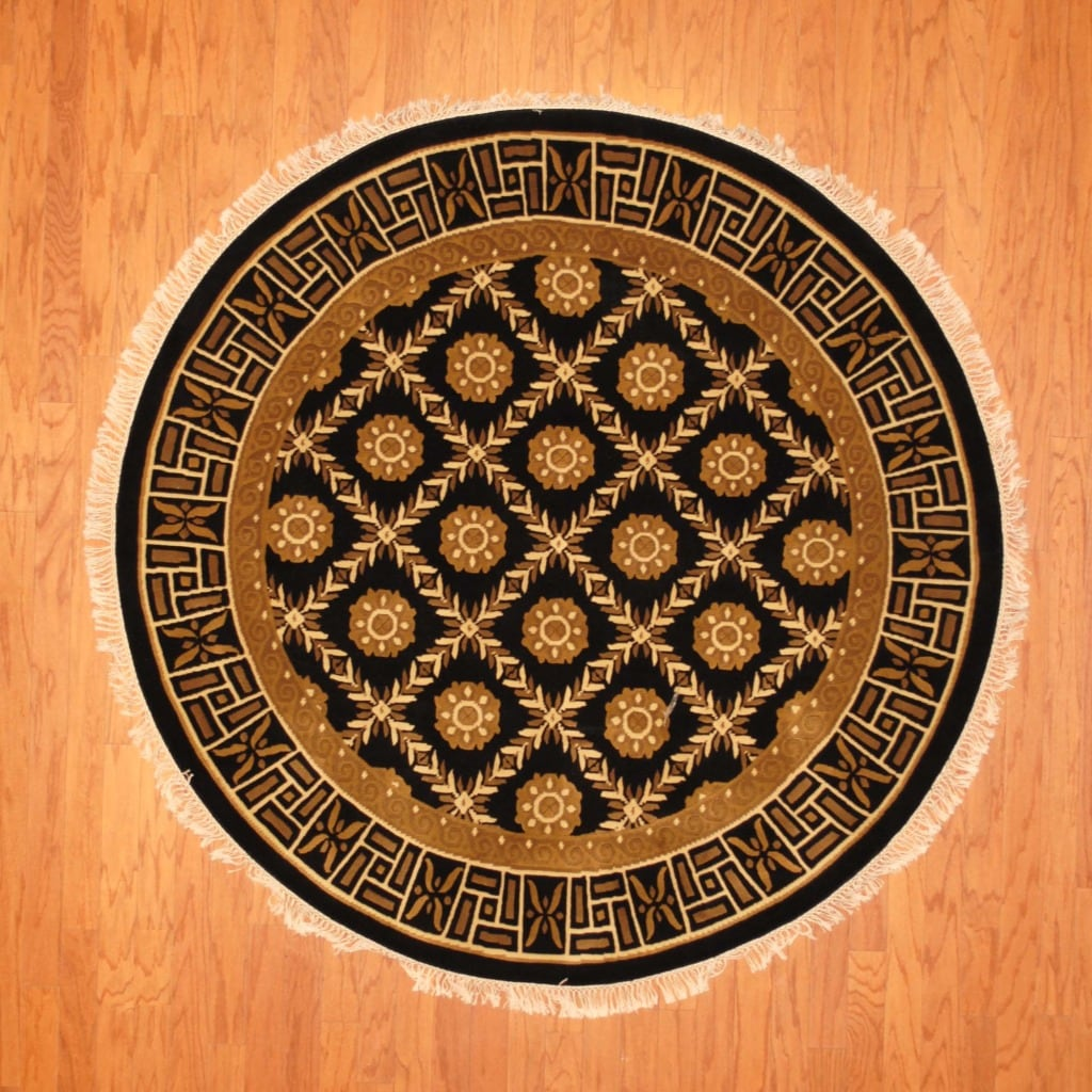 Indo Hand-knotted Tibetan Black/ Ivory Wool Rug (5'10 Round)