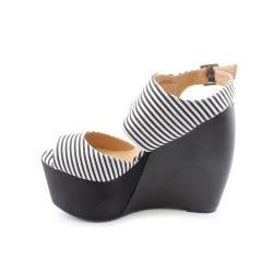 Penny Loves Kenny Women's 'Nickola' Basic Textile Sandals