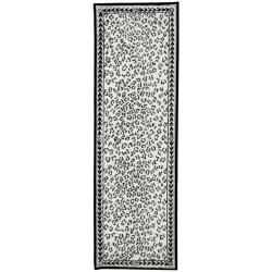 Safavieh Hand-hooked Chelsea Leopard White Wool Rug (2'6 x 8')