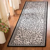 "Safavieh Hand-hooked Chelsea Leopard White Wool Rug - 2'6"" x 8'"