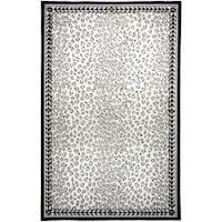 Safavieh Hand-hooked Chelsea Leopard White Wool Rug (3'9 x 5'9) - 3'9 x 5'9