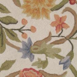 Safavieh Hand-hooked Garden Scrolls Ivory Wool Rug (2'9 x 4'9) - Thumbnail 2