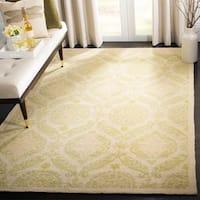 Safavieh Hand-hooked Chelsea Heritage Beige Wool Rug - 3'9 x 5'9