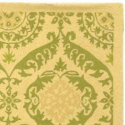 Safavieh Hand-hooked Chelsea Heritage Beige Wool Rug (7'6 x 9'9) - Thumbnail 1
